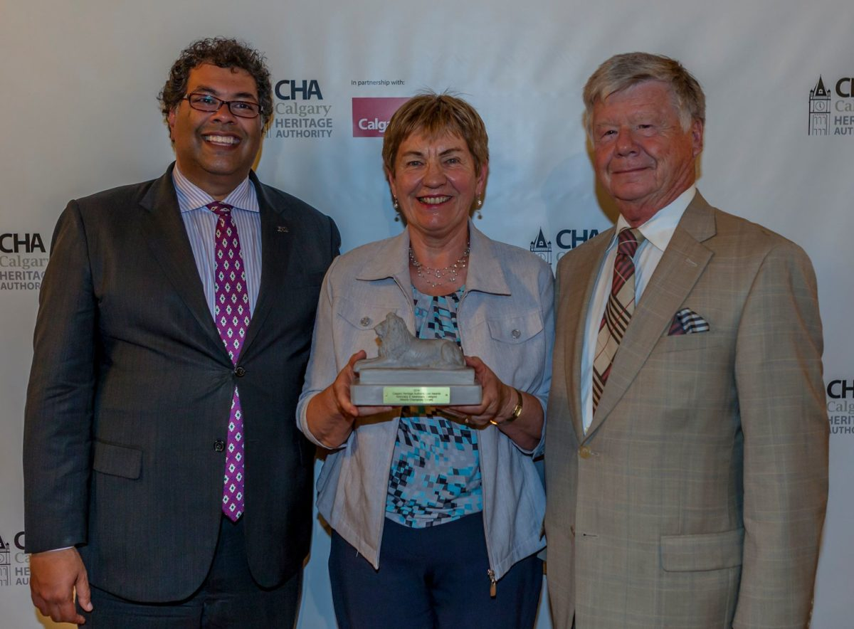 Alberta Champions Won A Lion Award In The Category Of Advocacy And Awareness @YYCLionAwards @YYCHeritageAuth Tom McCabe And Pat Christie Proudly Posing With The Award With Mayor Nenshi @nenshi
